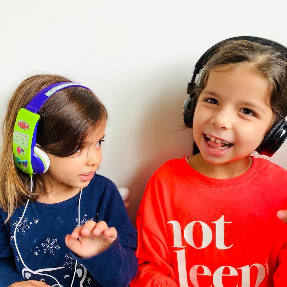 Escuchando audiolibro para niños