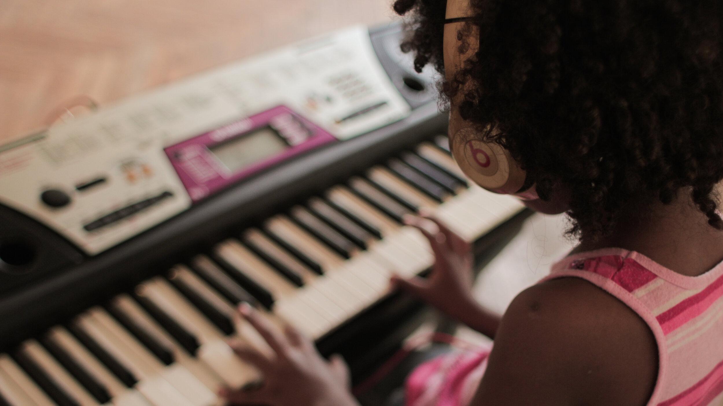 aprender a tocar un instrumento online