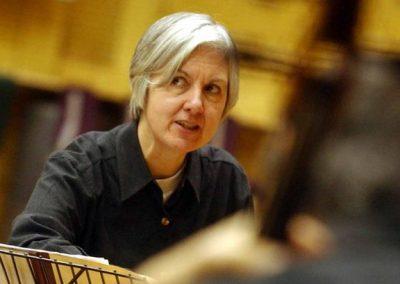 Judith Weir trabajando con músicos.